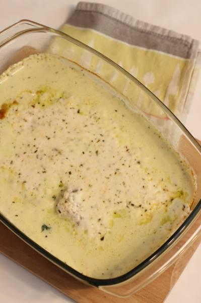 Ryba zapiekana ze szpinakiem z sosem śmietanowym
