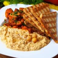 Hummus z kurczakiem i grzankami