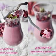 Galaretka jogurtowa z owocami granatu