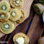 Bezglutenowe placuszki z mąki jaglanej i kiwi