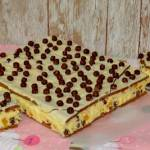 Piegusek budyniowy - efektowne ciasto bez pieczenia