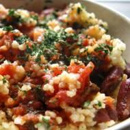 Kasza jaglana z czerwoną fasolą w pomidorach