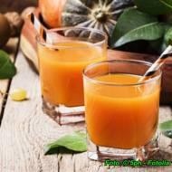 Zdrowy sok z dyni i jabłek.
