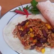 Tortilla po  meksykańsku z mięsem mielonym i sosem czosnkowym