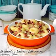 Kluski śląskie z kiełbasą jałowcową i cebulką