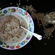 Krem z topinamburu na mleczku kokosowym z prażonym słonecznikiem