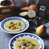 Kremowa zupa z selerem i winnymi gruszkami