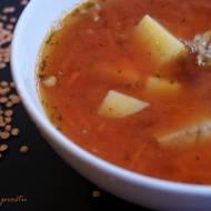 Zupa z czerwonej soczewicy na żeberkach
