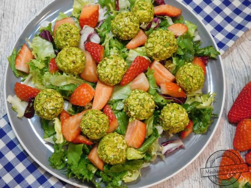 Sałatka z truskawkami i pistacjami