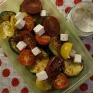 Sałatka z grillowaną cukinią i sosem tzatziki