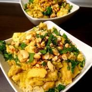 Kokosowe curry z kurczakiem i orzechami