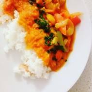 Ryż z sosem paprykowym