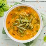 Zupa z czerwonej soczewicy ze szpinakiem i fasolką szparagową