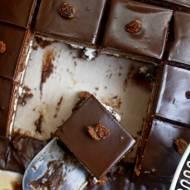 Oszukaniec, czekoladowe ciasto z masą budyniową