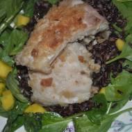ryba ze szpinakiem ,mango i czarnym ryzem