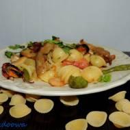 Orecchiette z owocami morza i boczniakami