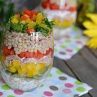 Kolorowa sałatka z tuńczyka, kaszy pęczak i kolorowych warzyw
