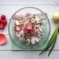 Prosta wiosenna sałatka z rzodkiewki – przepis krok po kroku