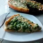 Tarta z zielonym groszkiem i serem pleśniowym