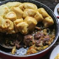 Karkówka z nudlami - czyli maślne kluseczki parowane nad mięsem.