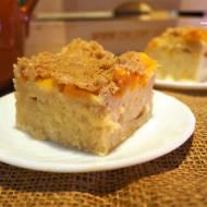 Ciasto kefirowe z brzoskwiniami i kruszonką