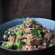 Kuskus z brokułami i indykiem