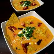 Meksykańska zupa z pomidorami, serem i nachosami