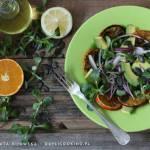 Sałatka z pieczonymi cytrusami, roszponką, awokado i pestkami dyni