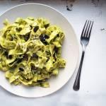 Tagliatelle z pesto miętowym, orzechami włoskimi i parmigiano reggiano