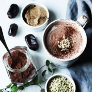 Gorąca czekolada z konopią i migdałowym masłem