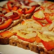 Śniadanie: kanapki z papryką źródłem witaminy C