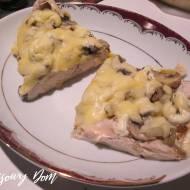 Piersi z kurczaka zapiekane z pieczarkami i żółtym serem