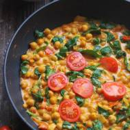 Wegetariańskie curry z ciecierzycą i szpinakiem
