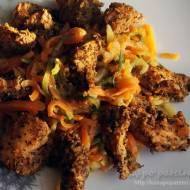 Ziołowy kurczak na parze z makaronem warzywnym