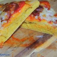 Pizza dyniowa z chorizo i oliwkami
