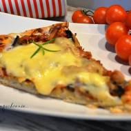 Pizza z tuńczykiem i pieczarkami