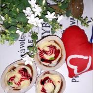 Walentynkowy deser w kokosowych miseczkach
