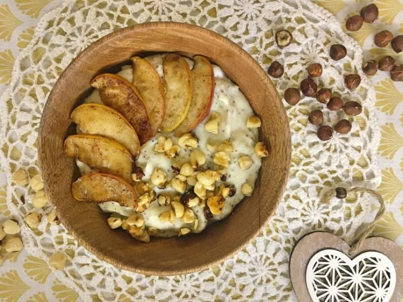 Tylko dla dorosłych: Kasza manna z nasionami chia, jabłkami i orzechami