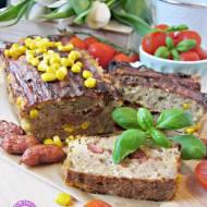 Pieczeń z kukurydzą i kabanoskami - idealna przystawka na ciepł