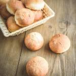 Bułki pszenne pieczone metodą solno-drożdżową