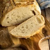 Łatwy chleb bez zagniatania z parmezanową posypką…
