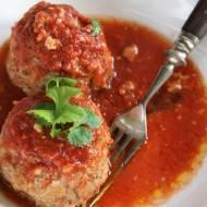 Pulpety z indyka z kapustą kiszoną w sosie pomidorowym