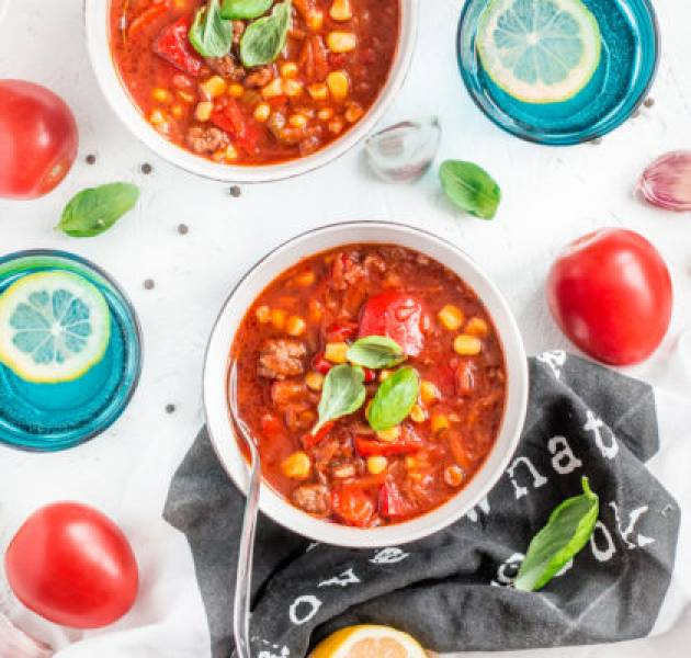 Pikantna zupa z mięsem mielonym i warzywami