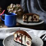 Podwójnie czekoladowy sernik z wiśniami na Dzień tonący w serduszkach