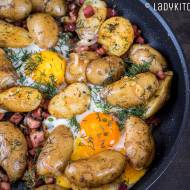 Pieczone ziemniaki z jajkiem i boczkiem
