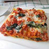 Lasagne z mięsnym ragù i jarmużem (Lasagne con ragù di carne e cavolo riccio)