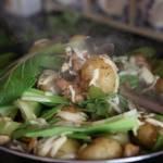 Obiad z patelni z ziemniakami i mięsem