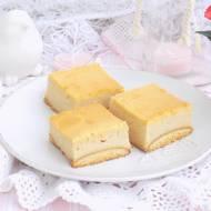 Sernik z masłem orzechowym.