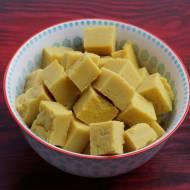 Tofu z ciecierzycy w indyjskim stylu