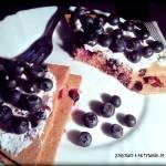 Omlet czekoladowy z borówkami